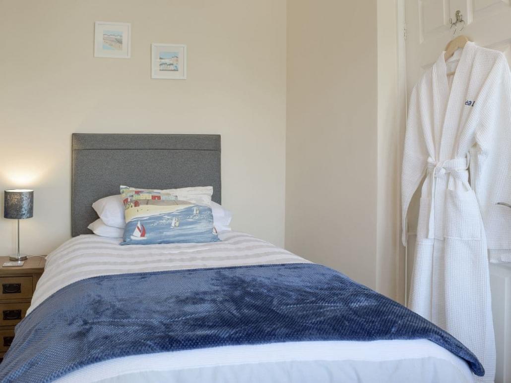 Saundersfoot_Twin_Room